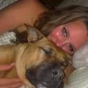 Mit Boxer Lilly im Bett